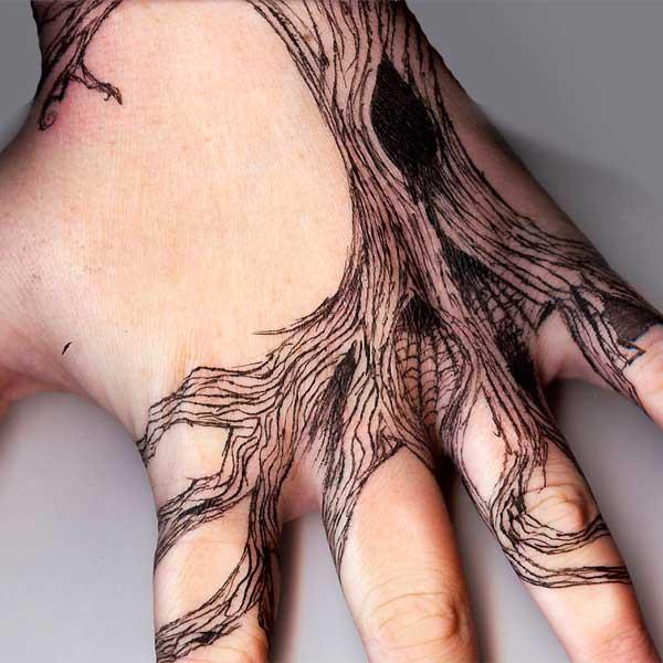 Рисунки ручкой в тетради и на руках